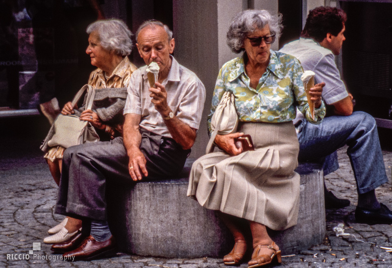 Seniors eating ice cream, photographed by Maurizio Riccio